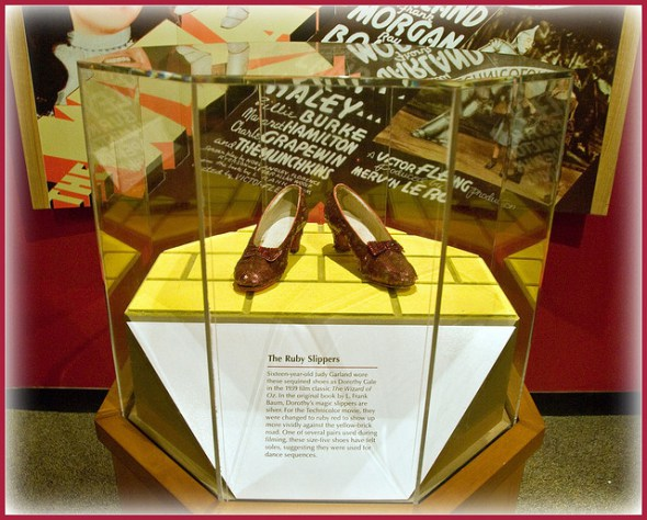 Las irónicas zapatillas color rubí que usó Dorothy. Foto: Tony Fischer/Flickr CC.