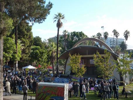 El escenario de Levitt Pavilion en  el parque Mac Arthur.