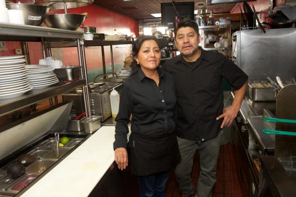 Azalea y Javier Martínez, dueños de Origen Mexican Kitchen. Foto: Gary Leonard/Metro.