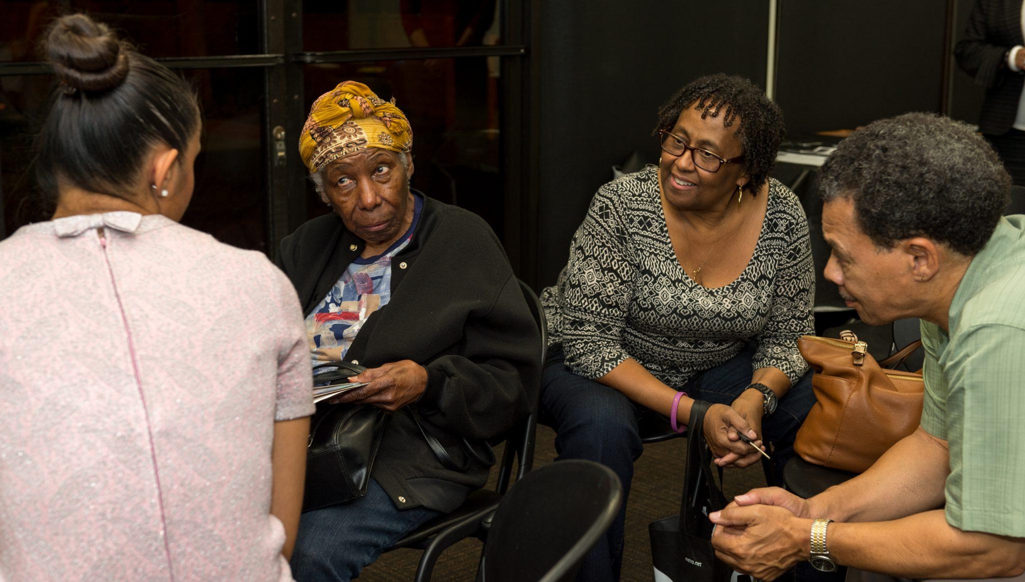 Virgie Huddleston, Taylor Mayfield y Olivia Ridgeway durante un taller para dueños de pequeños negocios.