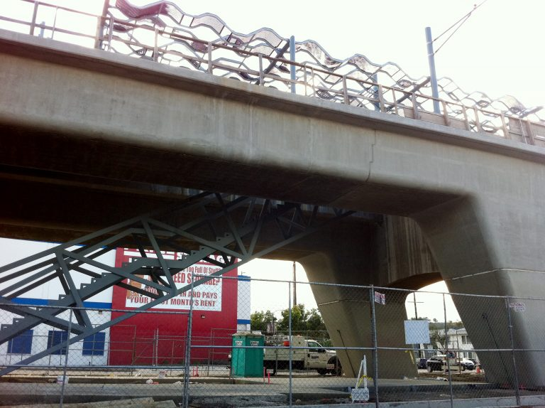 The staircase at the La Brea aerial station has been installed.