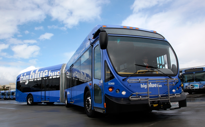 Big Blue Bus will roll out 16 new 60-foot buses on its Rapid 7 line. Photo: Dennis Finn / Filmeye.com