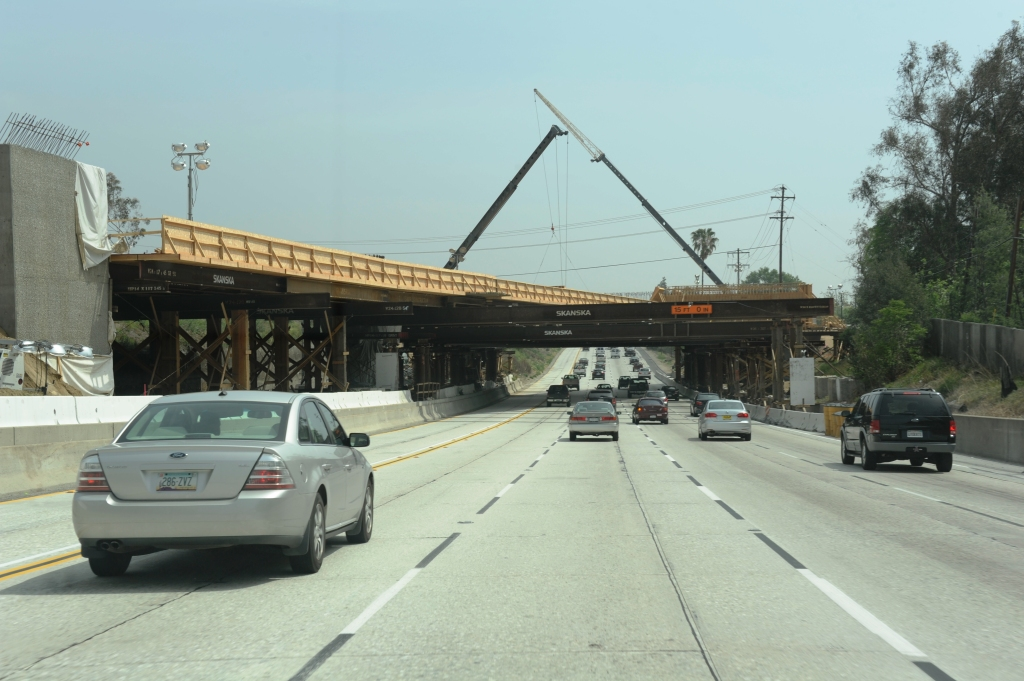 Construction progresses on the Foothill Extension's I-210 Freeway bridge. Photo via Gold Line Construction Authority.