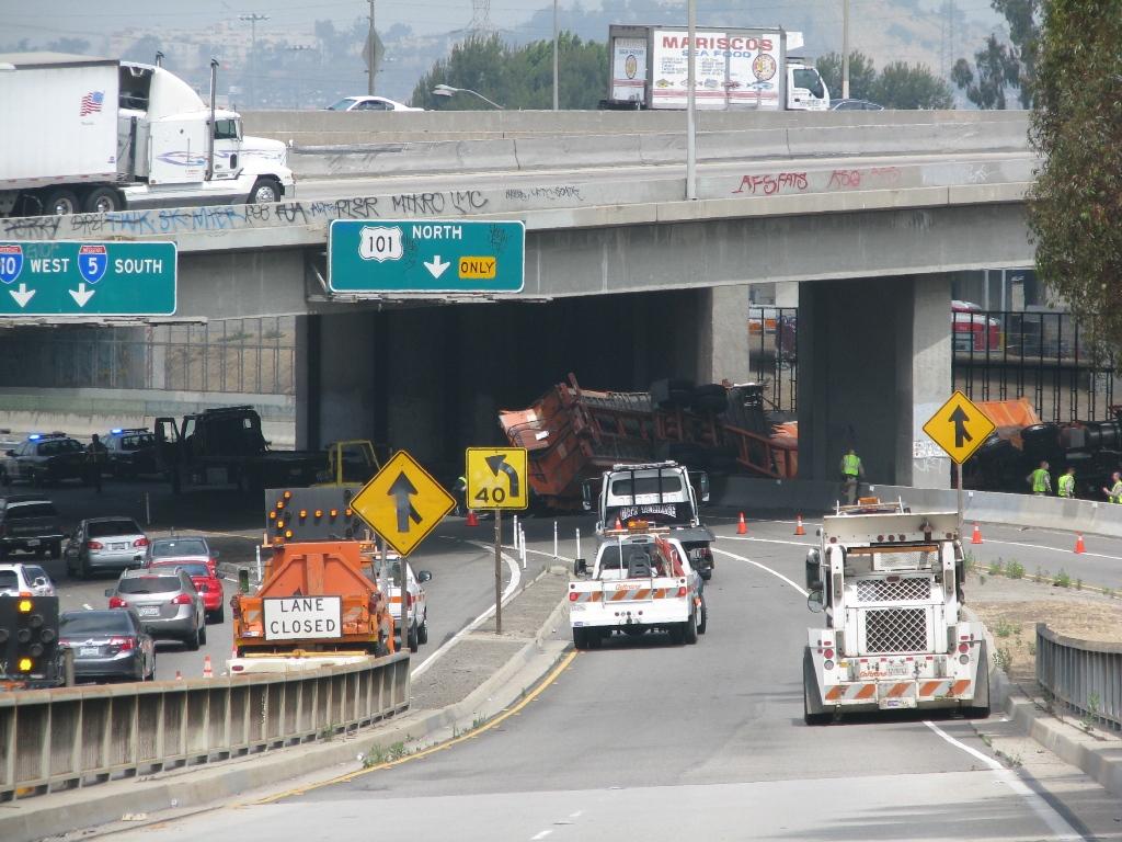 Overturned big rig blocking ExpressLanes on I-10. Photo: Metro