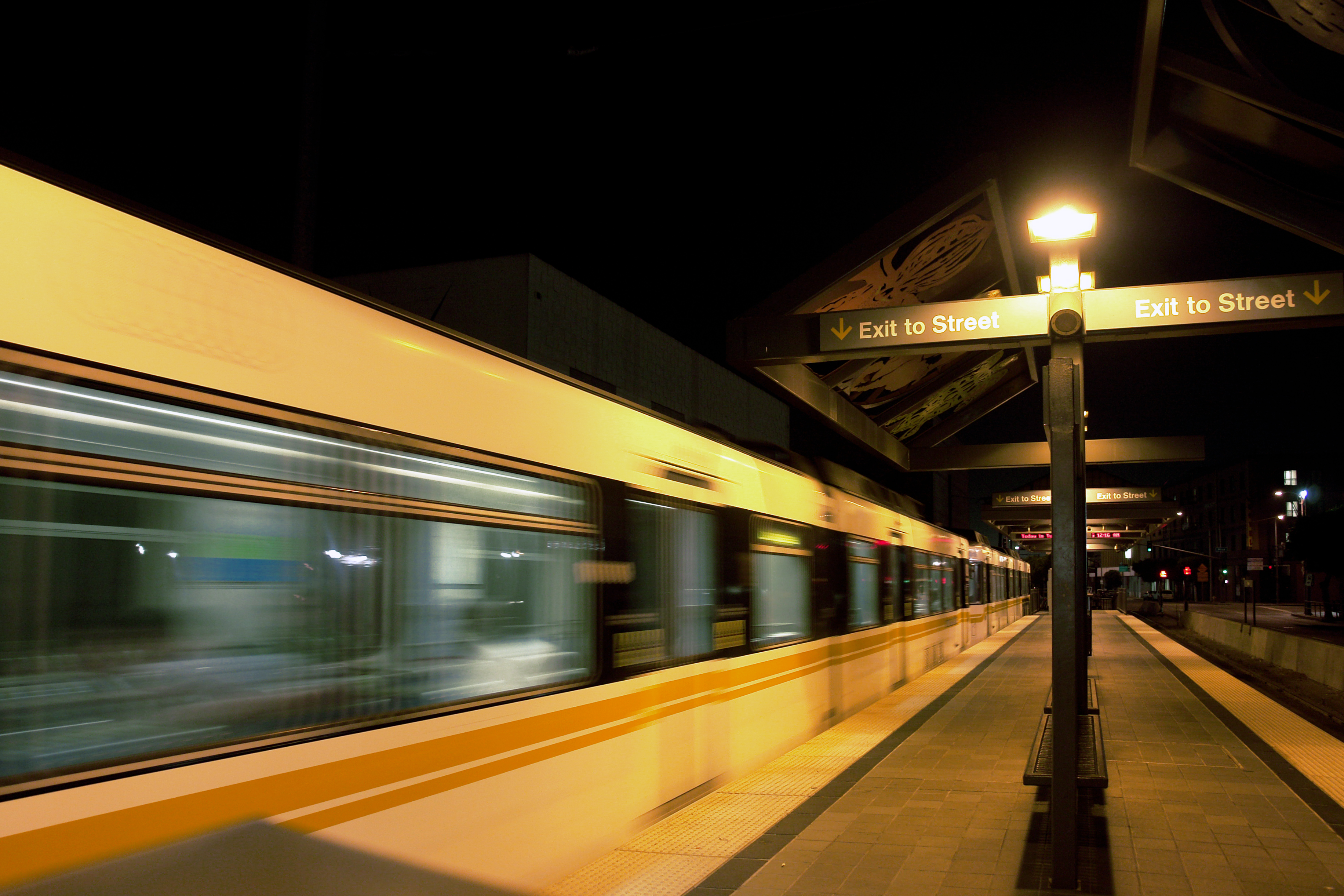 A Metro Blue Line train at Pico Station. Photo by Andrew Hart via flickr.