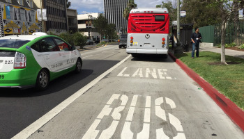 The peak hour bus lane on Wilshire Boulevard has managed not to ruffle too many feathers since fully opening earlier this year. Photo: Metro.