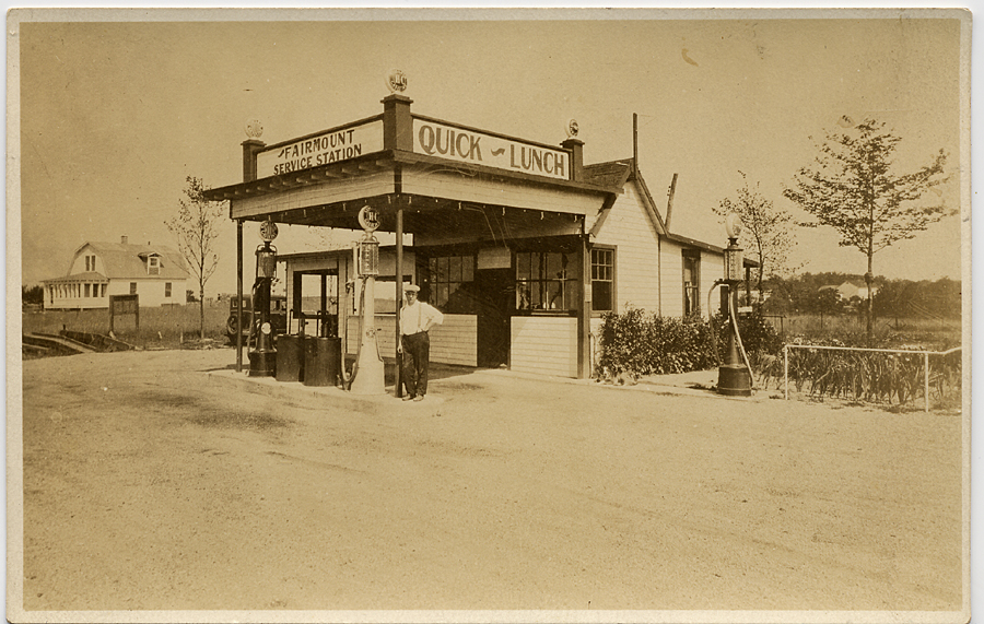 A Sinclair gas station in the 1920s. Photo via Flickr creative commons.