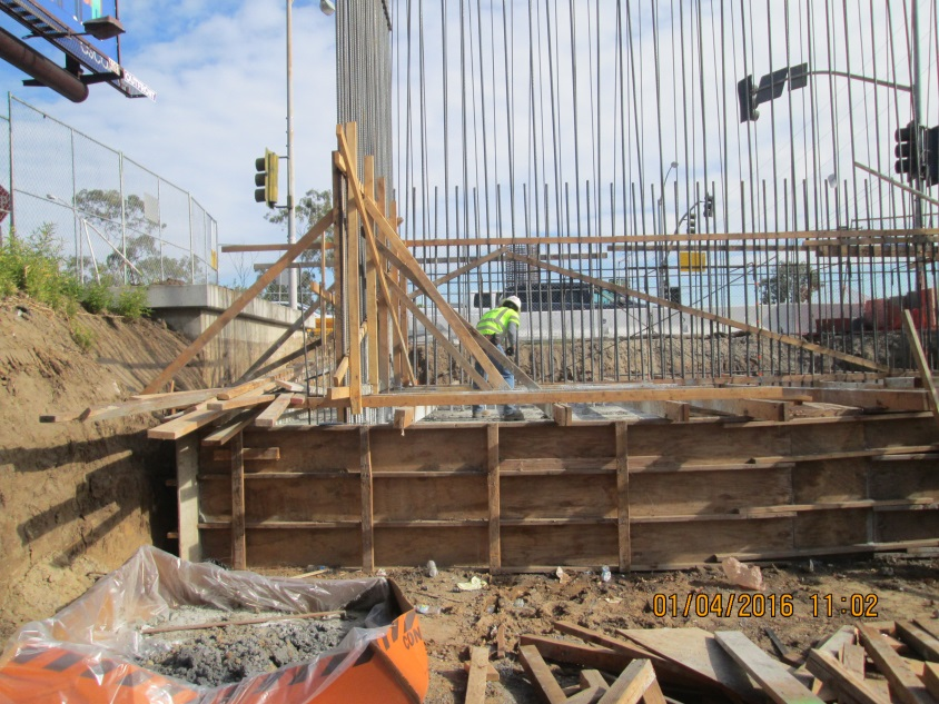 Work on the bridge that will carry trains over the 405 freeway.