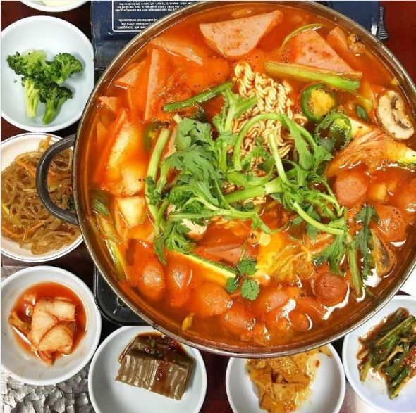 Korean Army Stew via misscutiefoodie instagram