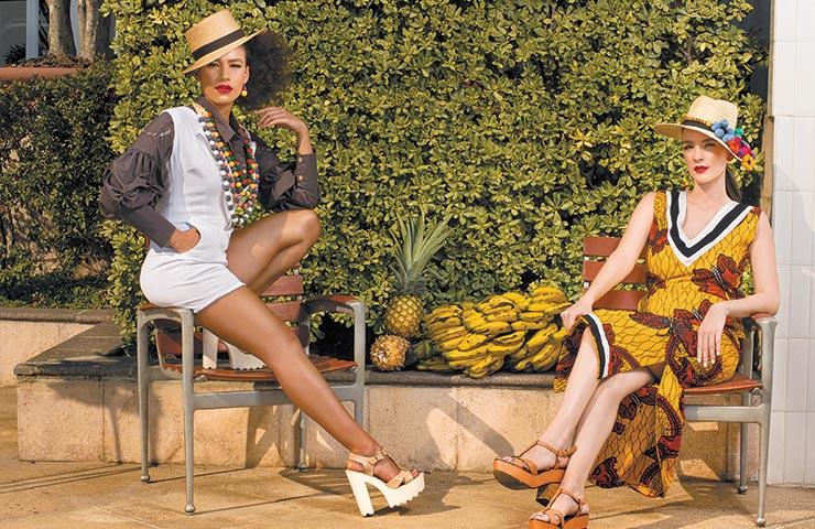 Vestido escote de pico de la colección Traveling Artist inspirada en mix de culturas africana y guatemalteca. Raul Briceño Sombrero y collar. AA collection.a by Raul Briceño
