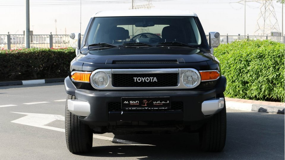 2010 toyota fj cruiser suv for sale in al aweer motoraty. Black Bedroom Furniture Sets. Home Design Ideas