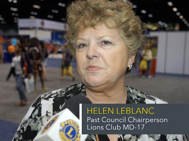 Helen LeBlanc hablando en la convención