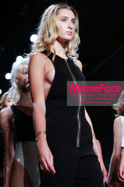 NY: Artistix Front Row -  New York Fashion Week Spring Summer 2017 Sophia Leap - NameFace Photo Agency New York City - hello@nameface.com - nameface.com - Photo by Steve Eichner