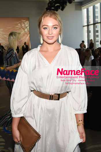 Noon By Noor - Front Row - September 2018 - New York Fashion Week: The Shows Iskra Lawrence - NameFace Photo Agency New York City - hello@nameface.com - nameface.com - Photo by Daniela Kirsch