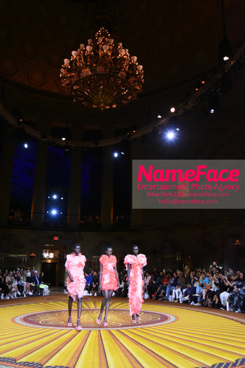 Christian Siriano Runway Show NYFW Atmosphere - NameFace Photo Agency New York City - hello@nameface.com - nameface.com - Photo by Daniela Kirsch