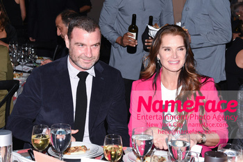 Take Home A Nude 2018 Liev Schreiber and Brooke Shields - NameFace Photo Agency New York City - hello@nameface.com - nameface.com - Photo by Daniela Kirsch