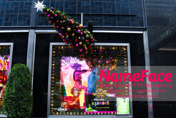 Christmas Holiday Windows in NYC Atmosphere - NameFace Photo Agency New York City - hello@nameface.com - nameface.com - Photo by Daniela Kirsch
