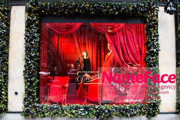 Christmas Holiday Windows in NYC Atmosphere - NameFace Photo Agency New York City - hello@nameface.com - nameface.com - Photo by Daniela Kirsch