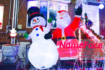 Dyker Heights Christmas Lights Brooklyn - Houses with Stunning Christmas Decoration Atmosphere in Dyker Hights - NameFace Photo Agency New York City - hello@nameface.com - nameface.com - Photo by Daniela Kirsch