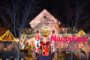 Dyker Heights Christmas Lights Brooklyn - Houses with Stunning Christmas Decoration Atmosphere - NameFace Photo Agency New York City - hello@nameface.com - nameface.com - Photo by Daniela Kirsch