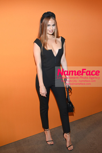 Cushnie - Front Row - February 2019 - New York Fashion Week Debby Ryan - NameFace Photo Agency New York City - hello@nameface.com - nameface.com - Photo by Daniela Kirsch