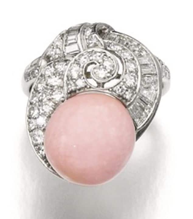 ot 167 - conch Pearl and Diamond Ring of the Demi-Parure