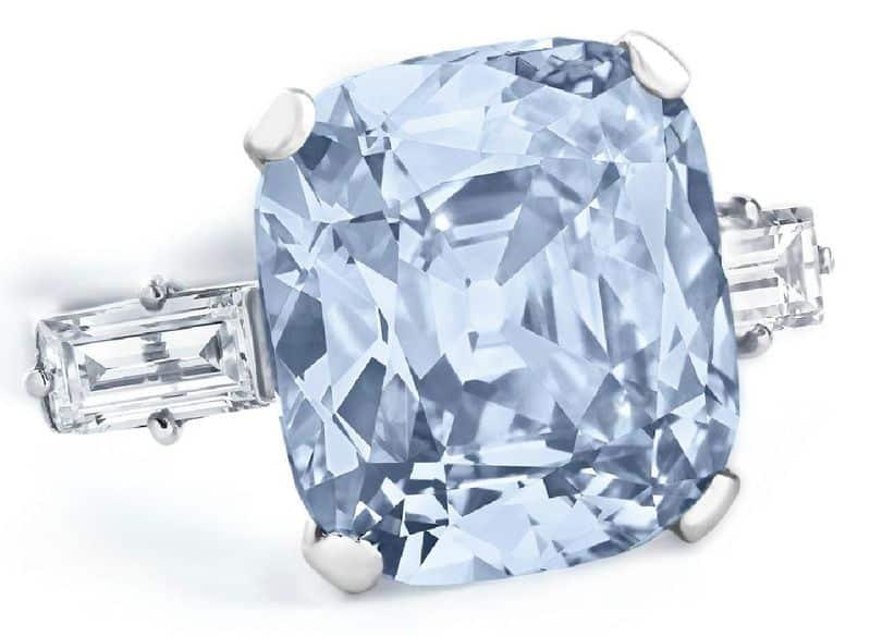 LOT 204 - A COLORED DIAMOND RING