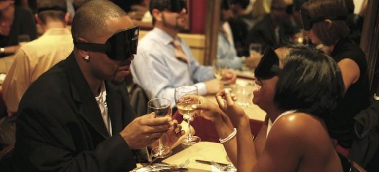 紐約餐廳推出蒙眼吃飯體驗:我不要!你要嗎?
