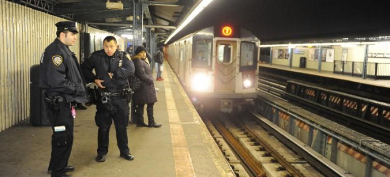 紐約地鐵推人事件:掉進地鐵如何自救?