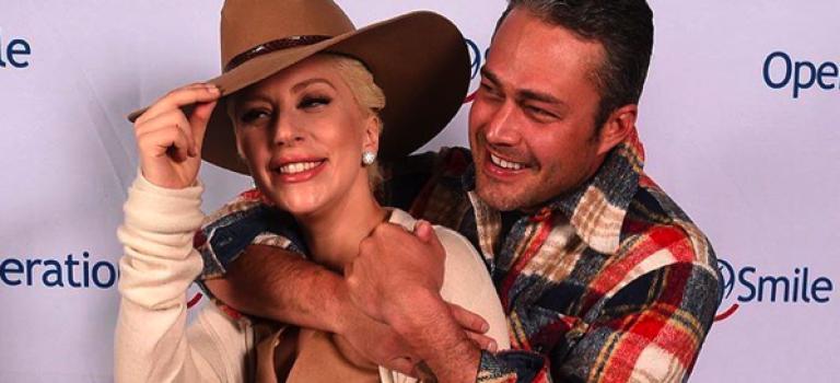 Lady Gaga和未婚夫大秀恩愛,還真是好羨慕~