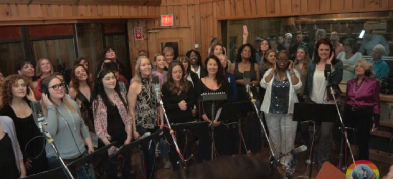 【視頻】數十位百老匯演員齊聲獻唱,悼念奧蘭多逝者