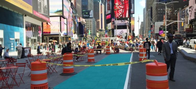時代廣場開通快速路:紐約客終於可以快步通過啦!