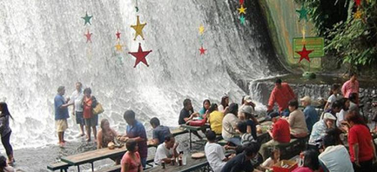 【視頻】世界第一!菲律賓瀑布餐廳吸眼球也很美味!