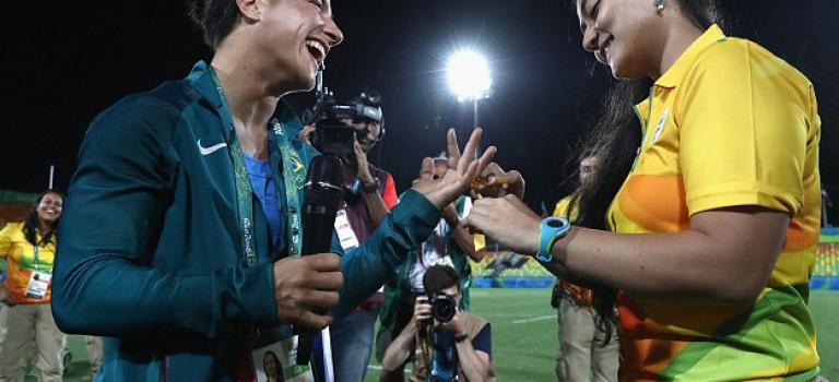 奧運最浪漫畫面:奧運志願者求婚長跑多年同姓女友!