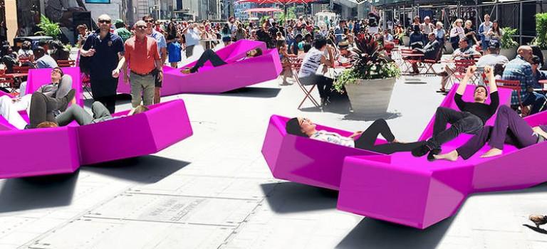 超酷!時代廣場X形躺椅將現身:將是藝術的一部分