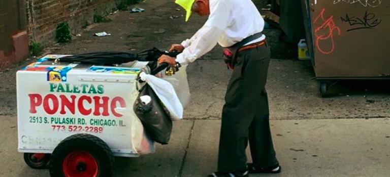 一張照片募款31萬|芝加哥推車老爺爺讓人心疼