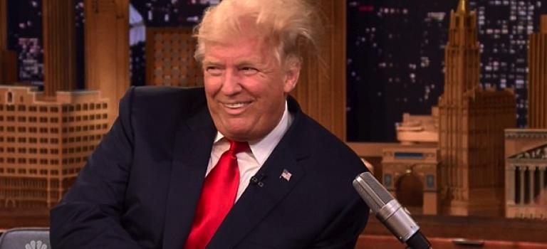 【視頻】Jimmy Fallon膽真肥,竟然在電視上弄亂川普秀髮?