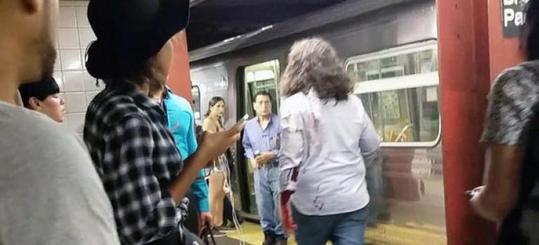 """【視頻】時隔數月紐約地鐵再現""""割臉案""""!受害人鮮血橫流追逐嫌犯"""