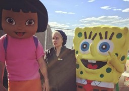 mother-of-spongebob-emilia-clarke-s-on-set-game-of-thrones-birthday-is-adorbs