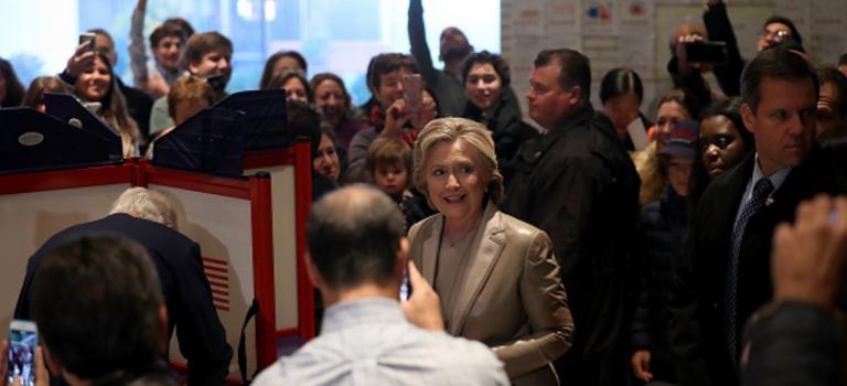 """美國大選正式開始,投票""""第一村""""希拉里暫時獲勝!"""