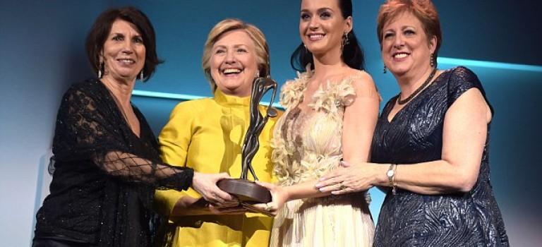 大選後希拉里驚喜亮相聯合國兒童基金會:為支持者Katy Perry頒獎!