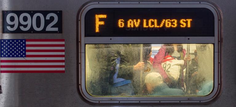 紐約男子地鐵軌道玩極限遊戲,遭地鐵輾壓當場致死!