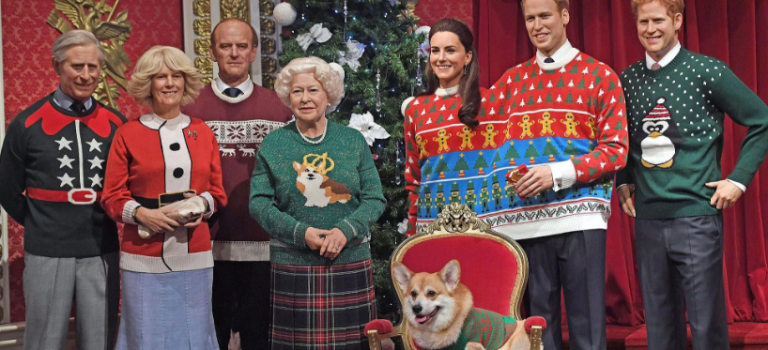 """天啦嚕~英國女王攜全家穿上""""丑毛衣""""慶祝聖誕!畫風略清奇~"""