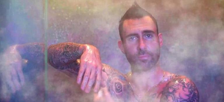 Adam當爸後首度裸身獻刺青,性感爆表網友直呼想當小三