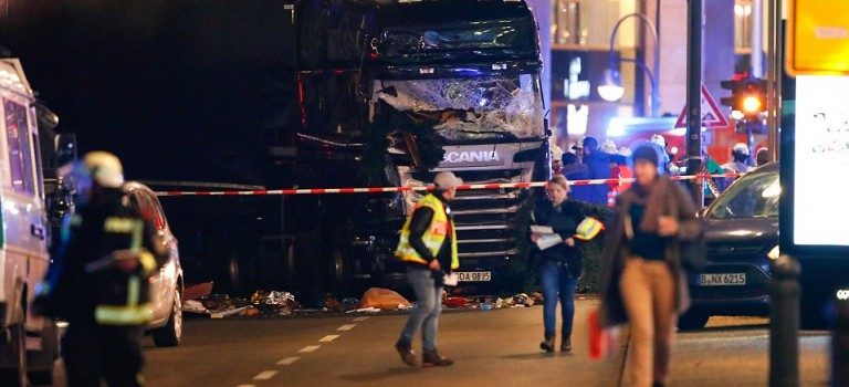 ISIS恐怖襲擊!尼斯慘案重現,卡車衝進柏林聖誕市場致9死50人傷