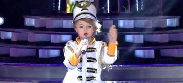 『視頻』七歲小女孩模仿Taylor Swift爆紅!本尊邀請參與巡迴演