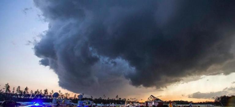 美國龍捲風襲擊!18人死亡!兩州受到嚴重影響!