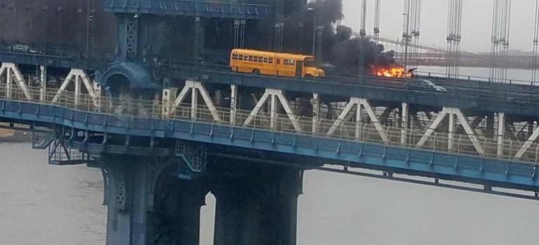 突發:曼哈頓大橋起火,滾滾濃煙導致地鐵交通大堵塞