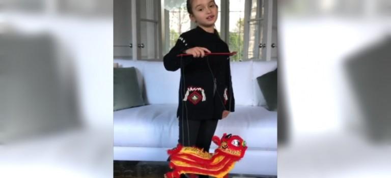 川普5歲孫女唱中文新年歌向華人拜年,網友不買賬!