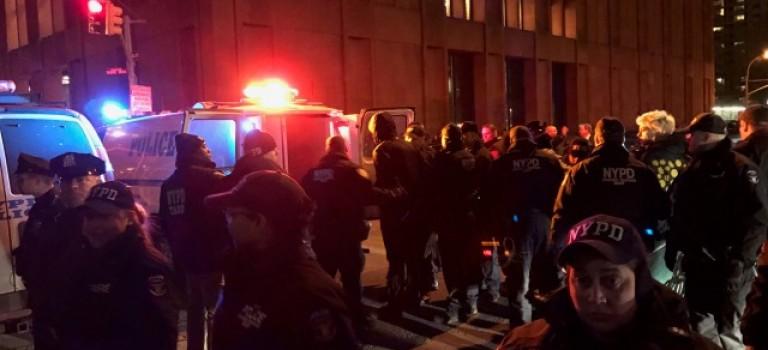 紐約大學學生抗議保守派演講爆發衝突:11名學生被捕!
